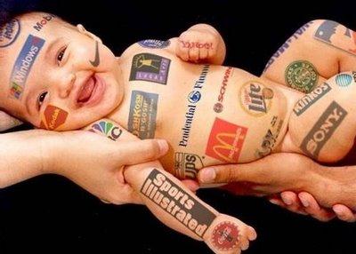 Necesitas dinero???, que tal un poco de patrocinio extra. (www.lachaira.wordpress.com en el trasero del bebe)
