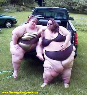 Estas dos chicas malas los esperan para satisfacer sus mas bajos deseos....
