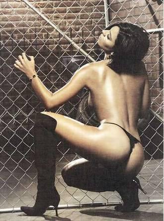 Aquí intentando salir de su jaula, todavía la buscan en el zoologico...